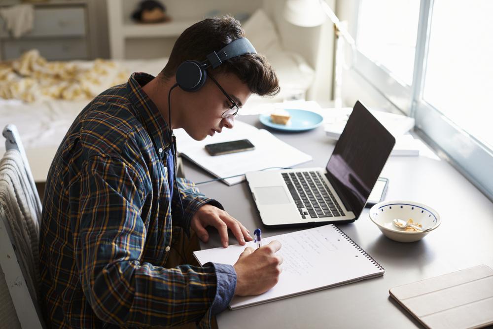 Muziek luisteren tijdens het studeren: done or not done?